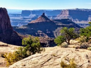 Hiking to Rim Overlook: Dead Horse Point State Park – October 2018