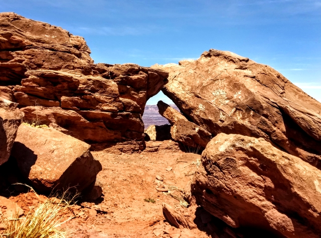 #highervibration Day 218 - A bit of desert magic with rock formations living their own secret life while looking toward the vast canyons beyond.
